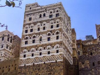 typische Hochhausarchitektur im Jemen