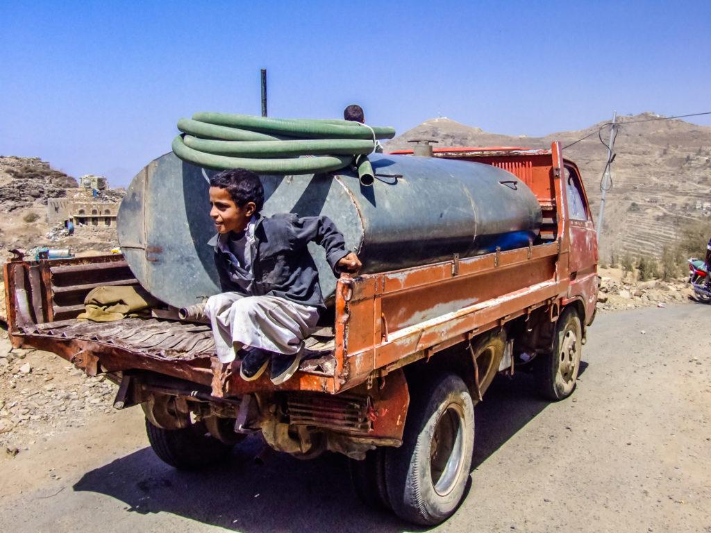 Wasser-Lastwagen im Jemen