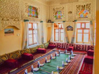 Speisesaal in einem Gasthaus im Jemen