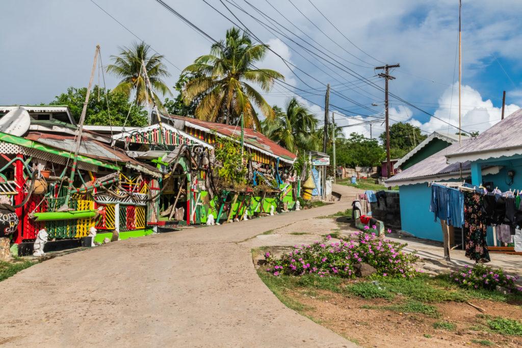 Mayreaus einzige Straße durch das einzige Dorf