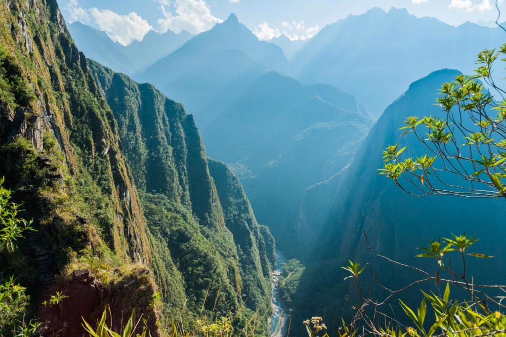 Blick ins tief eingeschnittene Tal des Rio Urubamba