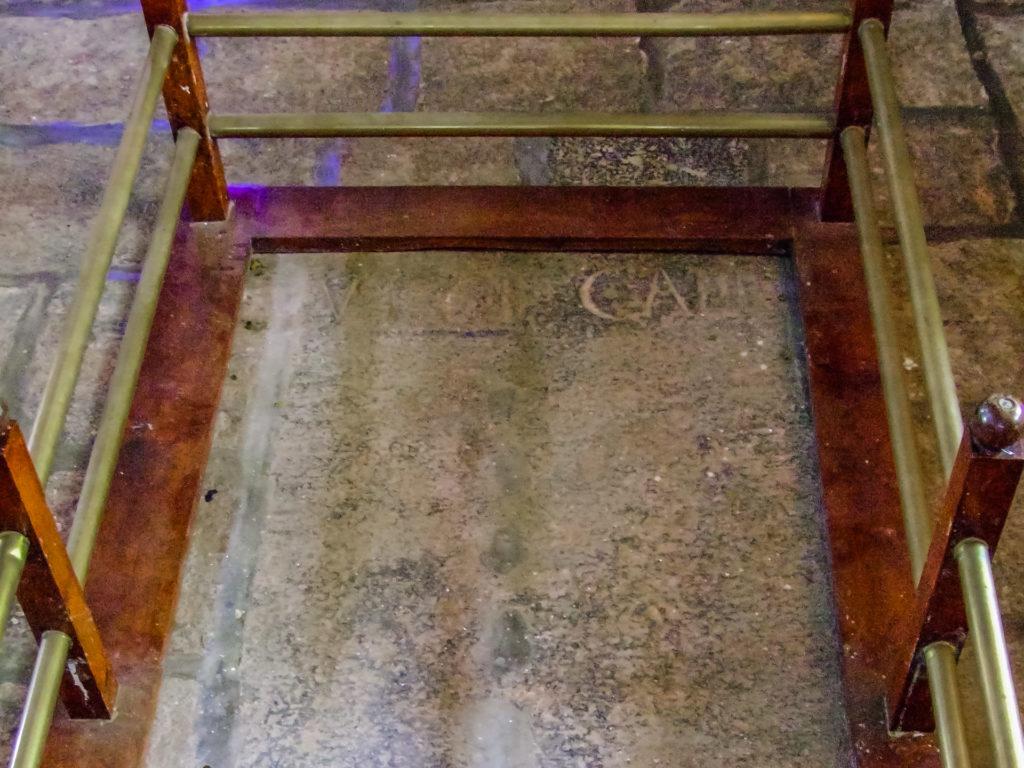 Grabplatte des leeren Grabes von Vasco da Gama