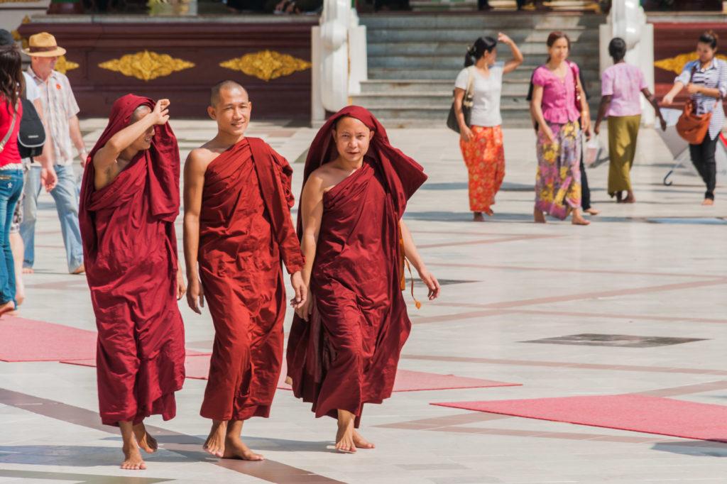 Junge Mönche in der Shwedagon Pagode