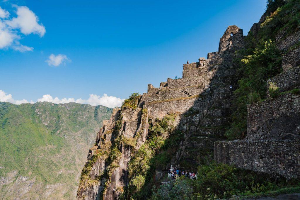 Ruinen und Terrassen auf dem Huayna Picchu