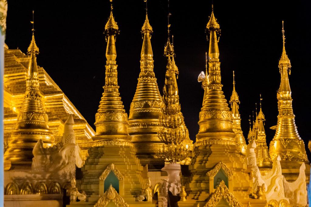Shwedagon Pagode, Architektur-Detail bei Nacht