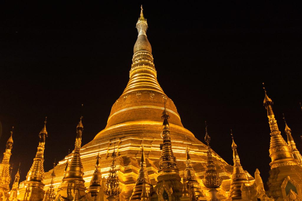 Shwedagon - zentrale Stupa nachts