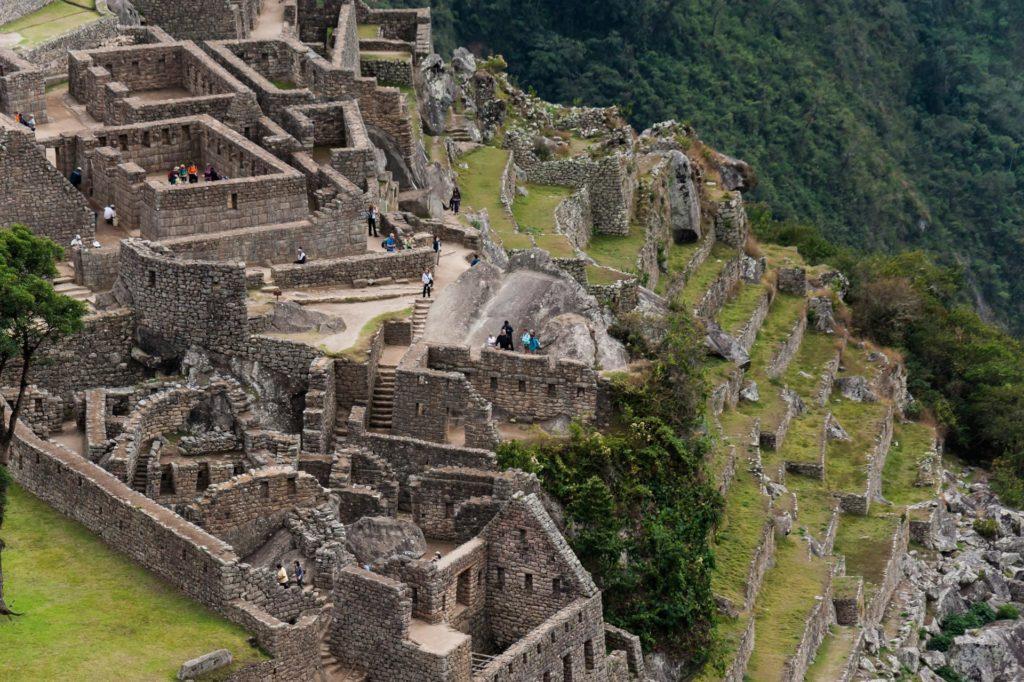 Steinhäuser und Terrassen in Machu Picchu