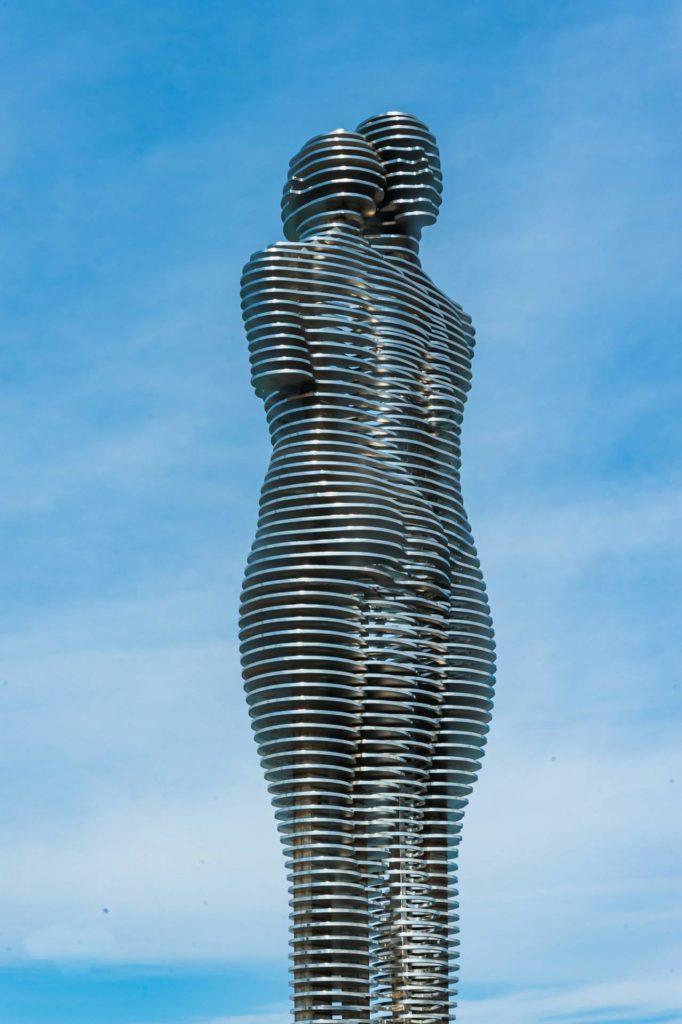 Ali und Nino-Statue in Batumi