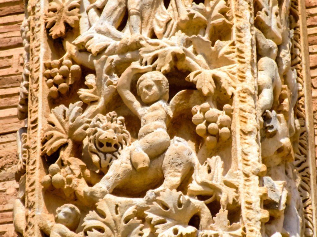 Detail an den Pilastern in der Basilika von Leptis Magna - Szene mit dem Weingott Bacchu