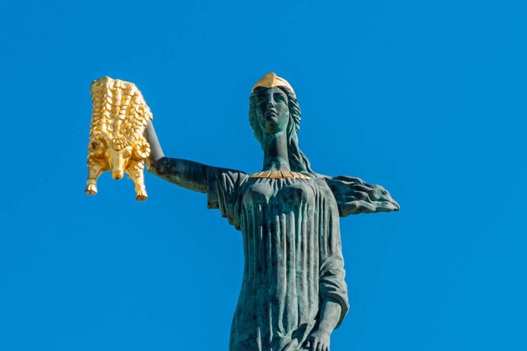 Statue der Medea mit dem Goldenen Vlies