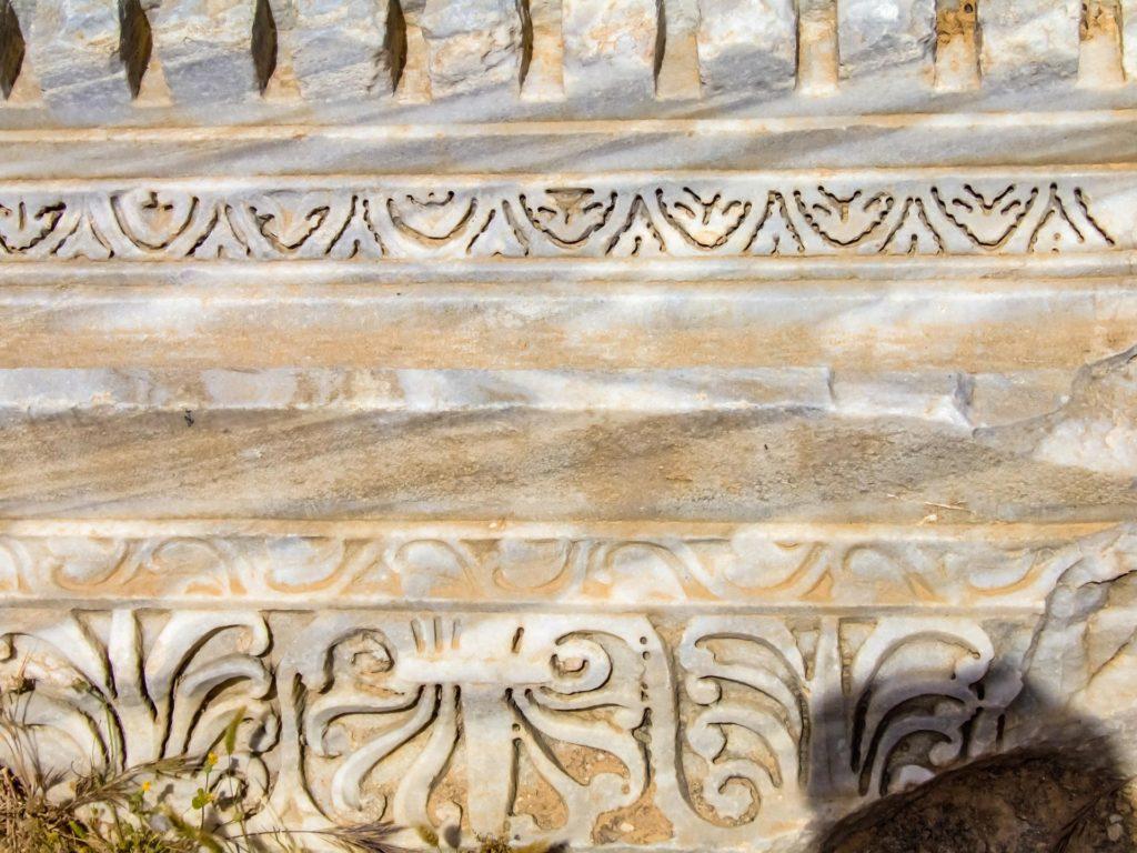 Kostbare Marmorarten in unterschiedlichsten Farben aus aller Herren Länder wurden in Leptis Magna, Libyen,verarbeitet