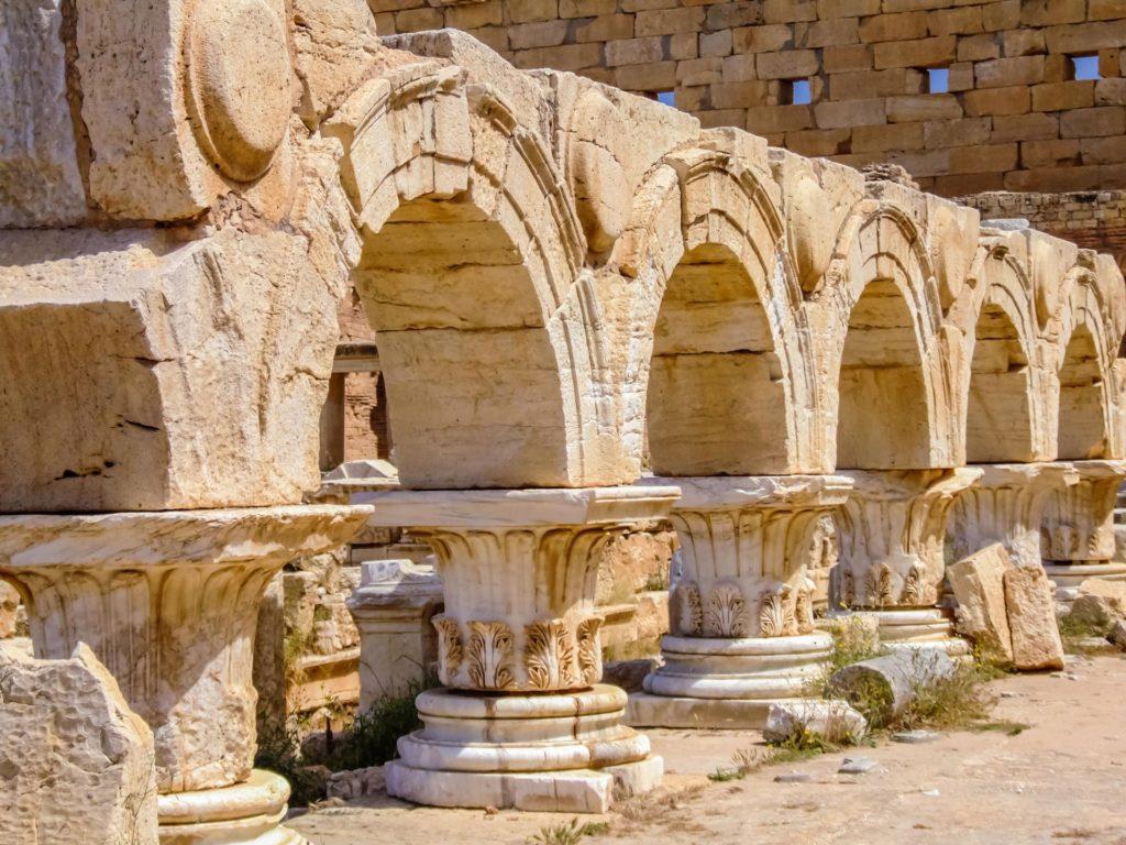 Arkaden im Neuen Forum in Leptis Magna in Libyen