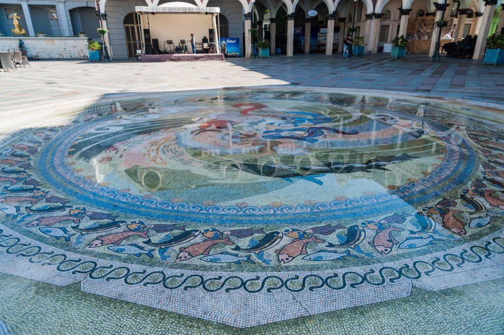 Bodenmosaik auf der Piazza