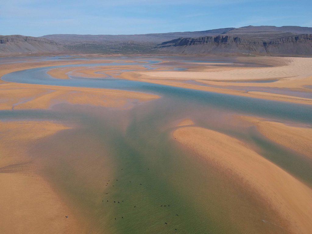 Raudisandur - rötlicher Sandstrand in den Westfjorden