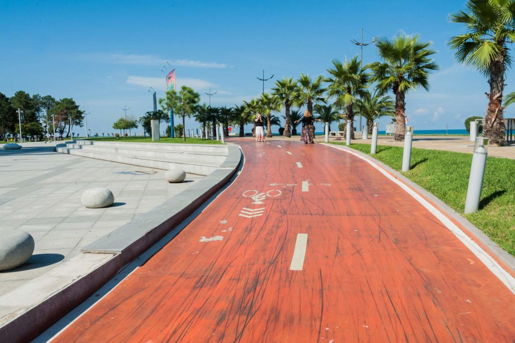 Strandpromenade in Batumi mit Fahrradweg