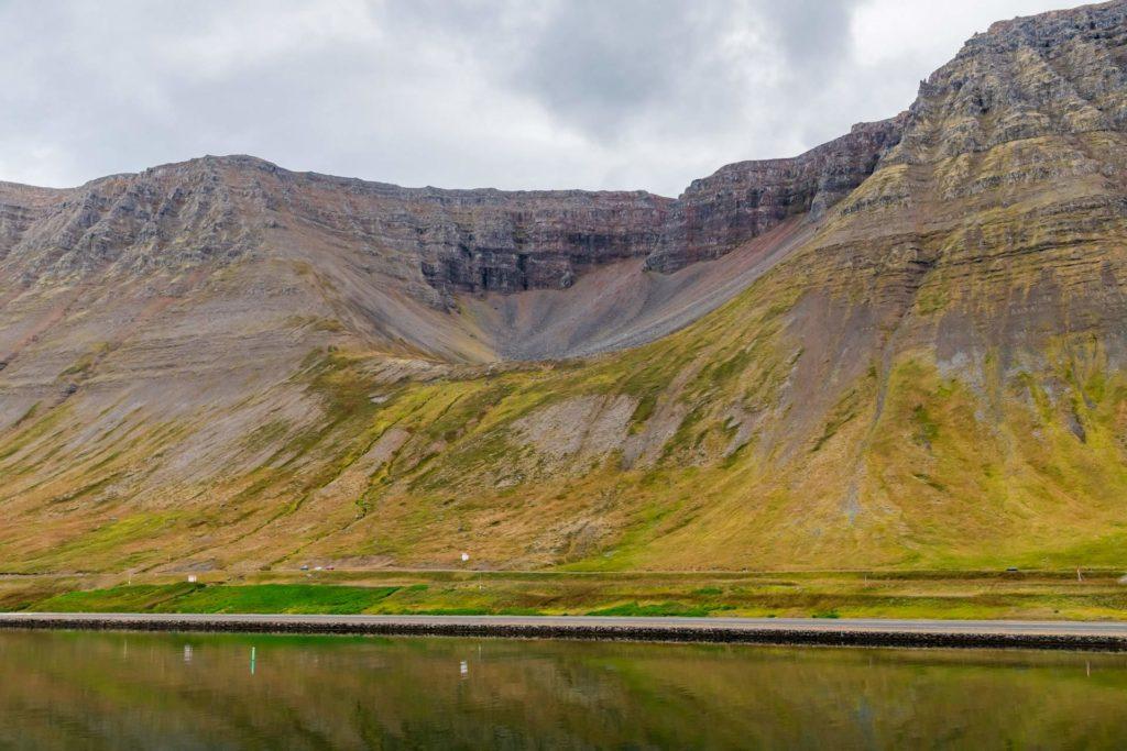 isländische Sagengestalten der Westfjorde: der Trollsitz bei Isafjördur