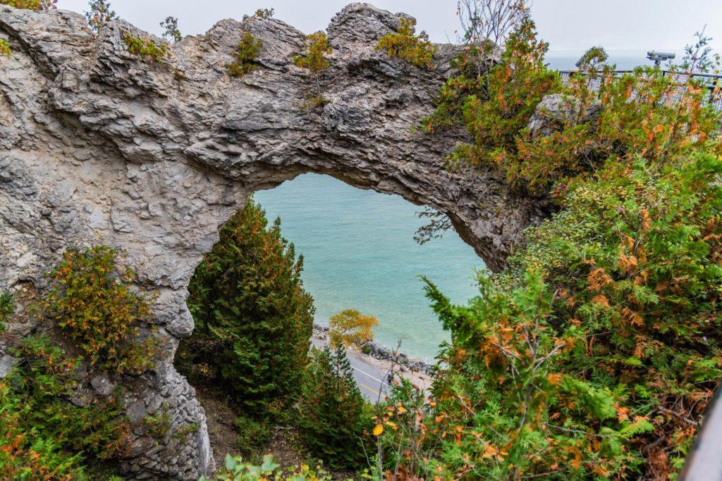 Laune der Natur: Der Arch Rock, ein Bogen aus Felsgestein