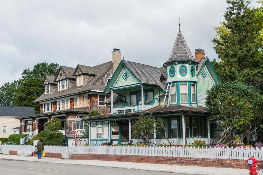 nostalgische Villen entlang der Main Street auf Mackinac Island
