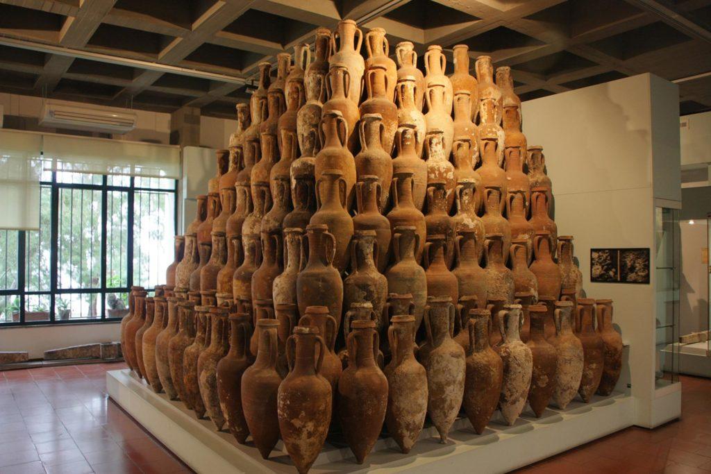 Amphoren im Archäologischen Museum von Lipari