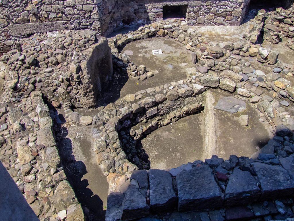 Ausgrabungen aus unterschiedlichen Jahrhunderten und Schichten