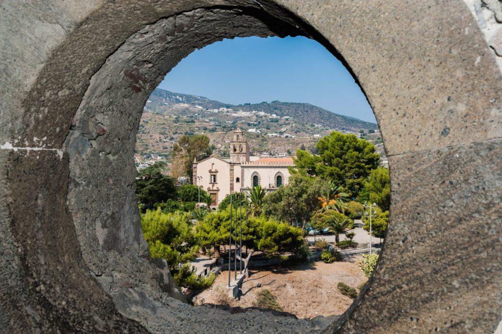 Blick von der Festung Il Castello ins Landesinnere von Lipari