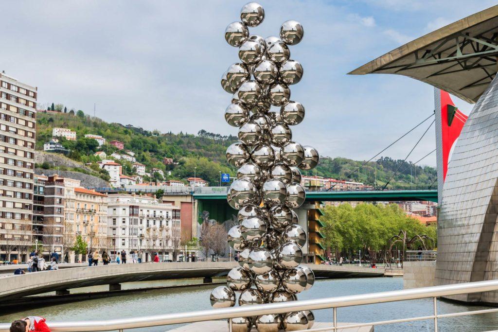 Guggenheim-Museum-Bilbao: 'Tall Tree & Eye' von Anish Kapoor