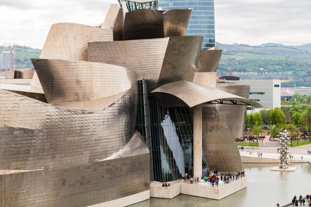 Dekonstruktivistische Architektur in Vollendung