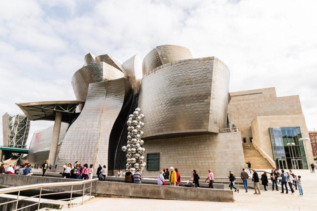 Spektakuläres Bauwerk: Das Guggenheim-Museum-Bilbao von Frank O. Gehry