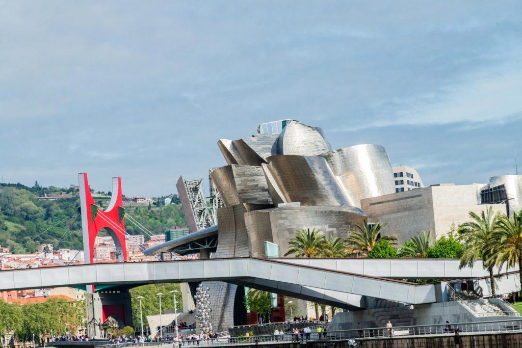Das Guggenheim-Museum-Bilbao: Sinnbild für wirtschaftlichen Aufschwung und Namensgeber für den berühmt gewordenen 'Bilbao-Effekt'
