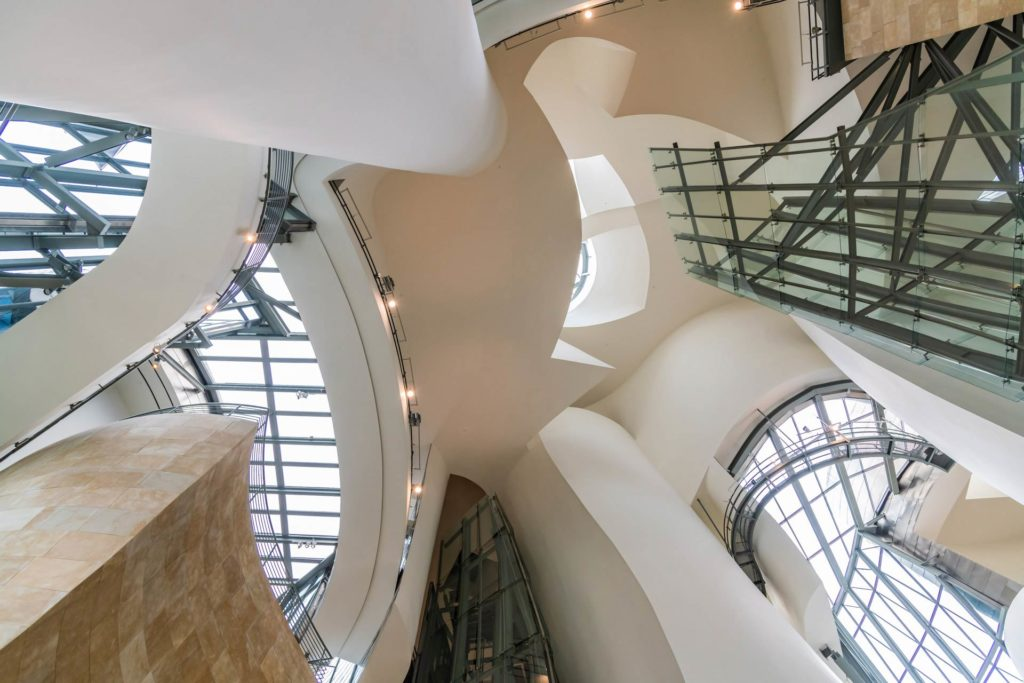 Das Guggenheim-Museum-Bilbao - typischer Dekonstruktivismus im Inneren
