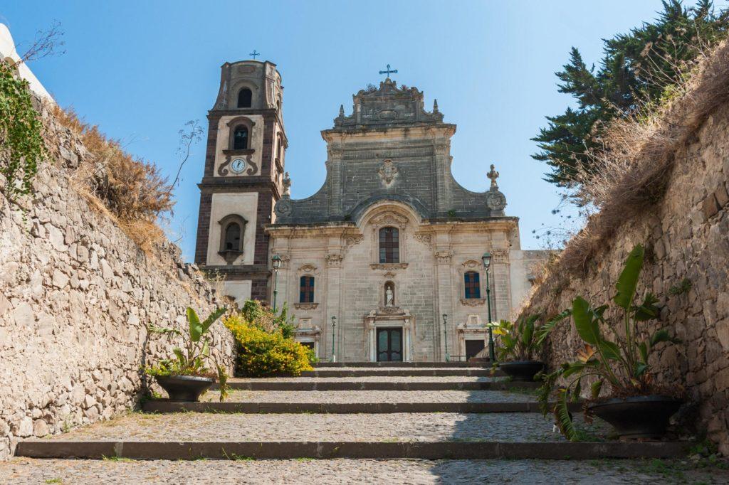 In der Festung steht auch die Kathedrale St. Bartholomäus