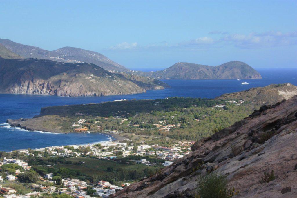Die Liparischen oder Äolischen Inseln - im Bild die Inseln Lipari, Volcano und Salina