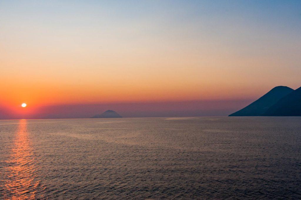 Sonnenuntergang vor den Liparischen Inseln